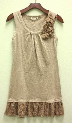 Lace ruffle and lace detail at neck
