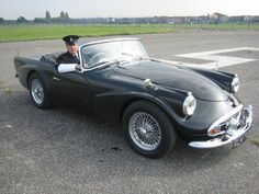 Jaguar – One Stop Classic Car News & Tips British Police Cars, British Sports Cars, Vintage Cars, Antique Cars, New Porsche, New Sports Cars, Jaguar F Type, Gt Cars, Emergency Vehicles