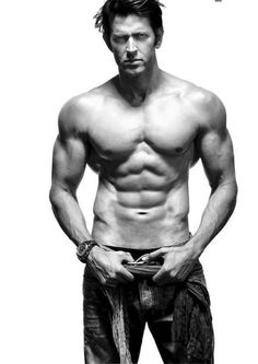 Hrithik Roshan Height, Weight, Biceps Size