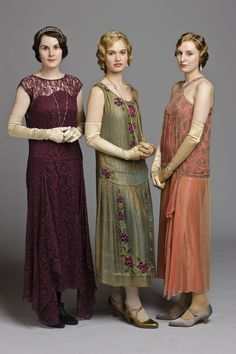 Downton Abbey Costumes - Lady Mary, Rose and Edith Downton Abbey Costumes, Downton Abbey Fashion, Vintage Dresses, Vintage Outfits, Vintage Fashion, Vintage Costumes, Style Année 20, 1920 Style, Vintage Style