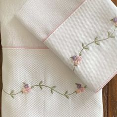 Diy Embroidery Shirt, Hand Embroidery, Cot Bedding, Fabric Flowers, Knots, Aerobics, Pillowcases, Zumba, Mj