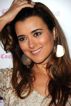 NCIS Cote de Pablo she is so pretty and with an awesome smile. Ziva David, Michael Weatherly, Maria Jose, Gorgeous Women, Beautiful People, Ncis Characters, Ncis Cast, Ncis New, Star Wars