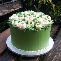 americolor electric green + myflavor dark green. ratio between the 2.. electric green lebih #yattsgreencake #yattshantarancake