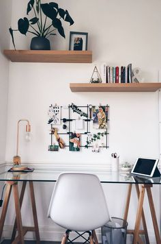 38 cozy home office decor ideas in 2020 24 Study Room Decor, Cute Room Decor, Room Ideas Bedroom, Home Decor Bedroom, Teen Bedroom Desk, Home Office Bedroom, Girl Bedroom Designs, Study Rooms, Bedroom Themes