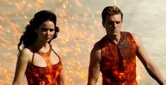 The Hunger Games: Catching Fire movie synopsis: After winning the Hunger Games, Katniss (Jennifer Lawrence) and Peeta (Josh Hutcherson) return home before em. The Hunger Games, Hunger Games Movies, Hunger Games Catching Fire, Hunger Games Trilogy, Katniss Everdeen, Katniss E Peeta, Mockingjay, Jennifer Lawrence, Suzanne Collins