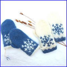 Pattern in English and Norwegian/Norsk :) Baby Mittens, Fingerless Mittens, Knit Mittens, Knitted Gloves, Knitting Socks, Free Knitting, Baby Knitting, Knitted Slippers, Loom Knitting Patterns