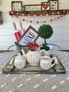 Do you need inspiration to make some DIY Farmhouse Decor Ideas for Valentine's Day ? Are you looking for some fantastic Farmhouse Decor Ideas for Valentine's Day? Valentines Bricolage, Valentine Crafts, Homemade Valentines, Valentine Ideas, Diy Projects Patio, Seasonal Decor, Holiday Decor, Holiday Crafts, Holiday Ideas