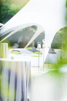 Freie Trauzeremonie mit Hochzeitsredner, freie Theologen oder freie Redner für eine ausgefallene Hochzeit mit freier Trauung - Agentur Traum...