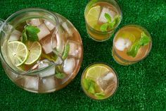 Mint and Lime Iced Tea Recipe - 8 green tea pkts, 4 limes (or a couple lemons?), bunch of mint Mint Drink Recipe, Iced Tea Recipes, Drink Recipes, Bar Recipes, Asian Recipes, Refreshing Drinks, Summer Drinks, Fun Drinks, Kitchen