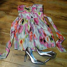 Badgley Mischka dress size 6 Gorgeous vibrant color dress with Hues of pink and green. brand new without tags in excellent condition should just be the star of the show in this dress. 27 inches long Badgley Mischka Dresses Mini