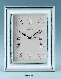 Elegancki srebrny zegar stanowi doskonały prezent z okazji urodzin. #imieniny #rocznica #slub