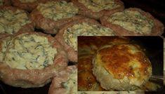 postup: V misce smícháme oba druhy mletého masa, nadrobno nakrájenou cibuli, sůl a pepř. Chléb namočíme v mléce a pak přimícháme k masu. Z masa vyformujeme menší kuličky, které umístíme na vymazaný plech. Z masa formujeme hnízda tak, že uprostřed uděláme prohlubeň na náplň. Strouhaný sýr smícháme se zakysanou smetanou, vajíčky a bylinkami. Tuto směs … Mashed Potatoes, Pork, Ale, Chicken, Meat, Ethnic Recipes, Kitchens, Whipped Potatoes, Kale Stir Fry