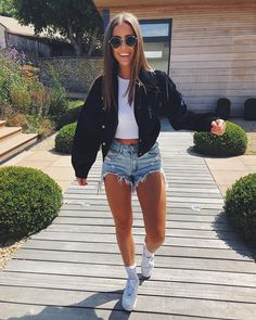 Sportlich elegant 45 preppy summer outfits you need now 35 ~ Litledress Watching a seed grow into a Teenage Outfits, Cute Outfits For School, Teen Fashion Outfits, College Outfits, Mode Outfits, Look Fashion, Girl Outfits, Cute Concert Outfits, Concert Outfit Summer