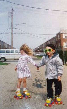 Cool kids in rollerskates. Little People, Little Ones, Cute Kids, Cute Babies, Love Images, Young Love Pictures, Funny Pictures, Art Pictures, Kind Mode