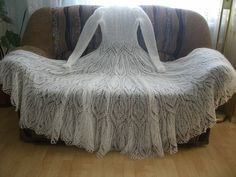 Fantastic Knitted wedding dress. So fine! Must represent so much work!! Beautiful!