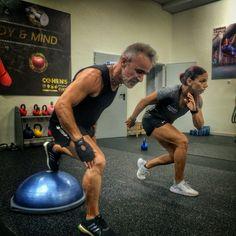 🔝Bosu training a tope! Ruth Cohen como master Trainer de este gran material, lo incorpora en sus sesiones de mil formas diferentes! 🔸. @ruthcohen_fitness @bosu_fitness #health #fitness #fit #entrenadorpersonal #valencia #entrenamientopersonal  #cardio #gym #train #training #health #strong #motivation  #lifestyle #getfit  #exercise