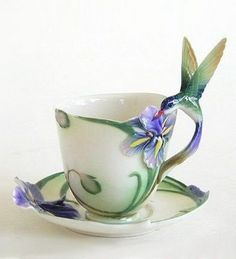 Hummingbird Cup and Saucer with Spoon I must have one like this! Hummingbird Cup and Saucer wi Tea Cup Set, My Cup Of Tea, Tea Cup Saucer, Tee Set, Cuppa Tea, Teapots And Cups, China Tea Cups, Tea Time, Tea Party