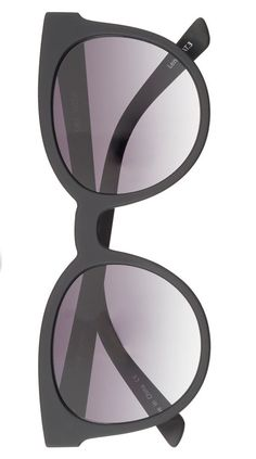 Bold retro flames make these lightweight sunglasses the perfect way to add an extra touch of pizzazz to your everyday style.
