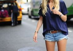 navy//summer casual...great look.