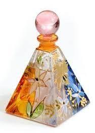 Resultado de imagen para frascos de perfumes raros
