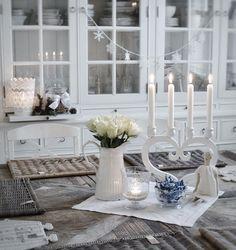 White Christmas a casa di Livia Decor, Furniture, Room, Interior Decorating, Interior, Home, White Houses, Table Decorations, Shabby Chic Homes