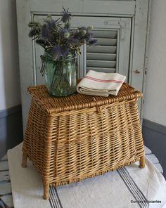 rattan-fresh-fish-basket Nightstand for the guest room? French Baskets, Old Baskets, Wicker Baskets, Willow Weaving, Basket Weaving, Vibeke Design, Deco Boheme, Paper Basket, Rattan Furniture