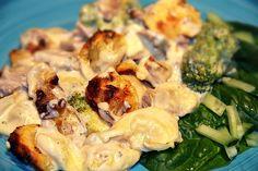 Tortellinigratäng med fläskfilé och ädelost Broccoli, Bacon, Food And Drink, Lunch, Meat, Chicken, Vegetables, Recipes, Pizza