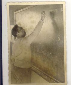 מורה בנימין אנוליק בכיתה במוסד