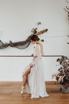 Boho Brautkleid Inspiraiton mit Braut Rock aus Softtüll, Braut Top mit Spitze und Pullover  (Foto: Jennifer Stieler) Bohemian Wedding Inspiration, Bohemian Bride, Country Wedding Dresses, Boho Wedding Dress, Bridal Gowns, Wedding Gowns, Luxe Wedding, Beautiful Bride, Bridal Style