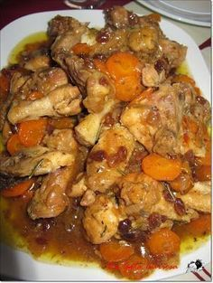 Chicken with beer and raisins, Petitchef Recipe - We split the chicken into regular pieces and put it in a large frying pan or wok to fry, when it is - Wok, Pollo Chicken, Beer Chicken, Spanish Dishes, Peruvian Recipes, Mexican Food Recipes, Ethnic Recipes, Cooking Recipes, Healthy Recipes