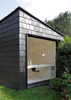Garden Studio by Serge Schoemaker Architects. This garden studio features a plywood-lined interior and is covered in cedar shingles. Outdoor Office, Backyard Office, Backyard Studio, Small Garden Office, Garden Office Shed, Backyard Retreat, Backyard Guest Houses, Container Homes Cost, Container Cabin