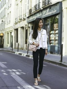 Love This Monochrome Smart Casual Outfit With Jewelled Sandals // Extra Petite In Paris