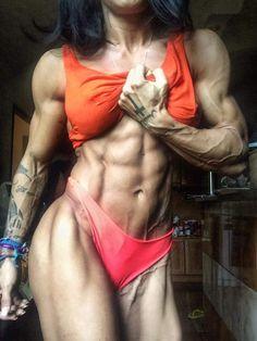 frau dildo muskulöse frauenkörper