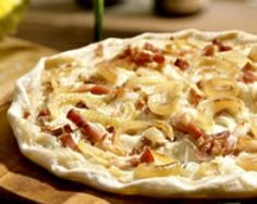 Tarte flambée (flammekuche) (facile, rapide) - Une recette CuisineAZ