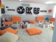 School Decorations, English Class, School Projects, Classroom Decor, Floor Chair, Back To School, Kindergarten, Kids Room, Preschool
