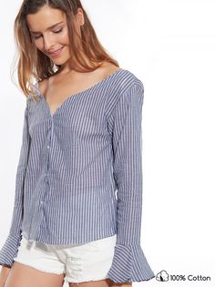 6b4da0b51a8e Βαμβακερό ριγέ πουκάμισο με ανοιχτή V-λαιμόκοψη και βολάν στα μανίκια €9