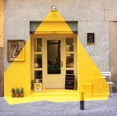 Un idea un po d'ingegno ecco il risultato.....geniale. www.promostand.it