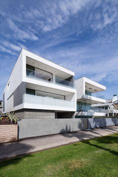 Zig-Zag House in Venice, California by Dan Brunn Architecture