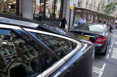 Si allunga  la lista delle 'vittime' del Walkie Talkie , uno dei  nuovi grattacieli in costruzione nella City di Londra. La superficie  specchiata dell'edificio ha sciolto, in questi giorni, il tappeto di un barbiere, il  sellino di una bicicletta e - ultimo in ordine di tempo - lo specchietto  retr