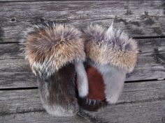 Inuit seal skin mittens Sewing Blogs, Sewing Projects, Skin Craft, Sweater Mittens, Cowgirl Hats, Nativity Crafts, Vintage Fur, Winter Accessories, Leather Gloves