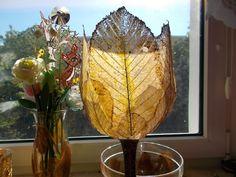 Ваза из скелетированных листьев