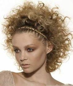 penteado com trança simulando uma tiara.