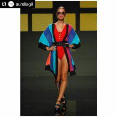 Para ir a la #playa no es necesario ir hecha un cromo. @aureliagil lo sabe y elige nuestras #sandalias con plataforma TAIKE para acompañar sus impresionantes #looks. #sixtysevenshoes#sixtyseven#newseason#ss17#nuevacoleccion#shoes #heels #instashoes #shoestagram #stylish #shoe #shoesoftheday #stylish #shoe #shoppingaddict #sandals . @aureliagil LOOK 10.  Súper cool @bel.sanchez con bañador rojo y kimono en bloques de color.  @grancanariamc #swimwearfashionweek  Capazos @beniroom_  Gafas…