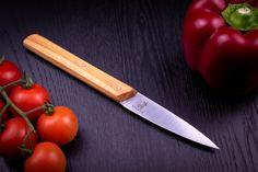 🔪 SCHARFES Küchenmesser - Jede Klinge wird persönlich vom Meister per Hand mit dem Waldviertler Dünnschliff versehen und im Anschluss mit japanischen Schleifsteinen auf eine unglaubliche Schärfe gebracht. Kitchen Knives, Steak, Classic, Chef Knife, Blade, Handmade, Kuchen, Derby, Steaks