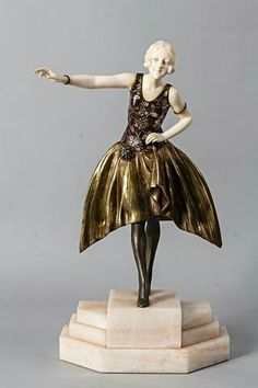 Armand GODARD (19th-20th century): Young woman in the dress. Bronze subject partly patinated and composition imitating ivory. Onyx base. Signed on the base. Total height: 40.5 cm.