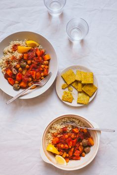 Moroccan Stew and Sunshine Crackers from Laura Wright& The First Mess cookbook, both delicious and simple vegan recipes. Meals For One, Main Meals, Moroccan Stew, A Food, Good Food, Vegan Soups, Food Obsession, Vegan Recipes Easy, Soups And Stews