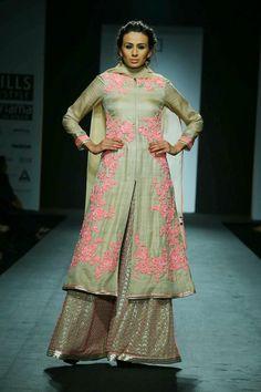 Moda: Vineet Bahl Mostrar en el Wills Lifestyle India Fashion Week 2014