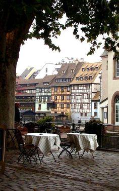 #chic endroits à #Strasbourg #France  ✿✿✿✿✿✿✿✿✿✿✿✿✿✿✿  Lors de votre séjour dans notre résidence hôtelière CERISE Strasbourg : http://www.cerise-hotels-resorts.com/fr/cerise-strasbourg-presentation.html prenez le temps de savourer quelques spécialités locales sur les bords du Rhin