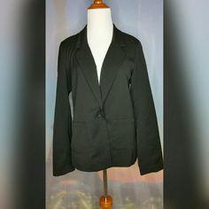 BLACK BOYFRIEND BLAZER Size Girl's 14+(same fit as women XS/S). Black. Loose fit. 2 front pockets. Single button closure. 80% Polyester/18% Viscose/2% Elastane. Like New. H&M Jackets & Coats Blazers