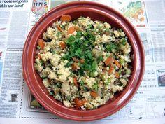 gierstschotel met gemengde groenten, koriander en munt